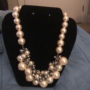 Jewelry - Stunning Classy Necklace